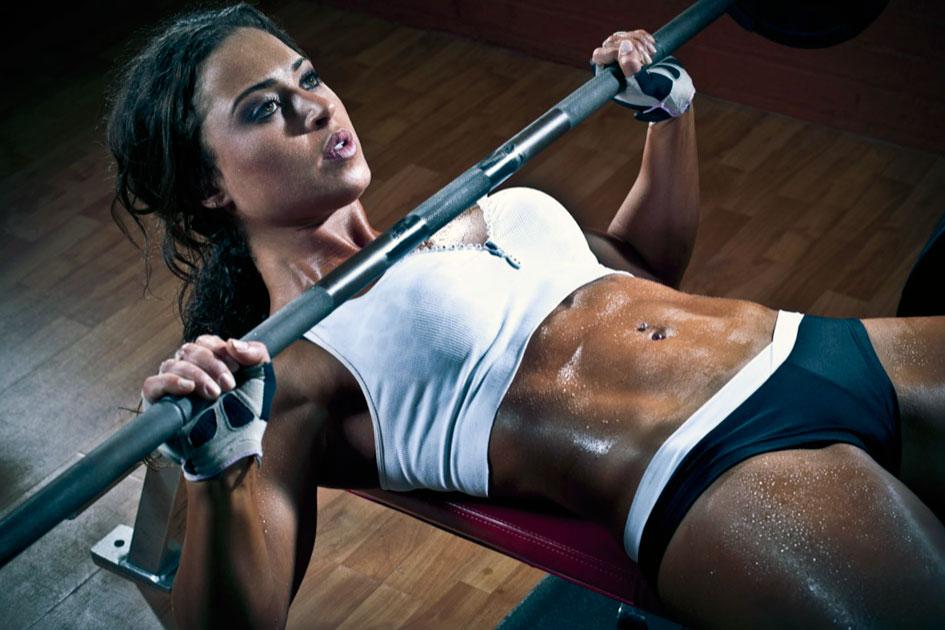 Занятие в спортзале для девушек