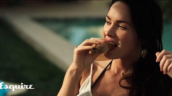 Меган Фокс ест мясо