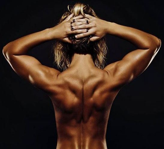 Мышцы спины девушки