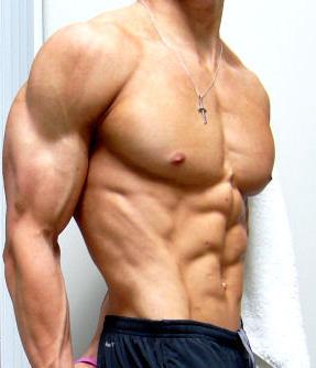 Спортивное тело без лишнего жира