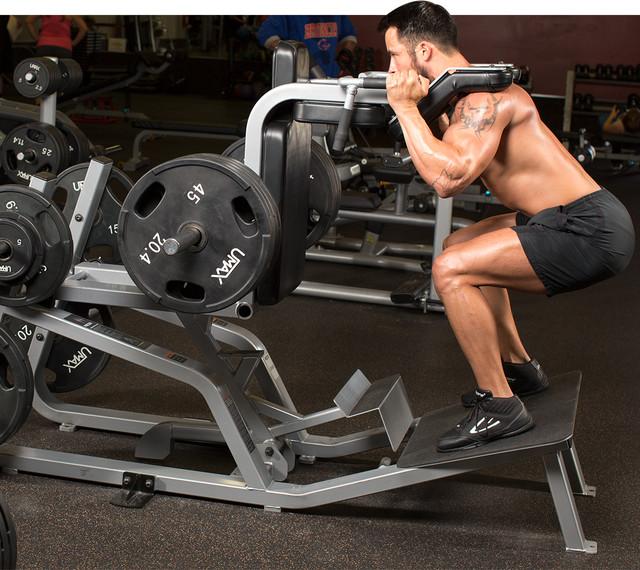 Четыре лучших упражнения на тренажере для мышц ног
