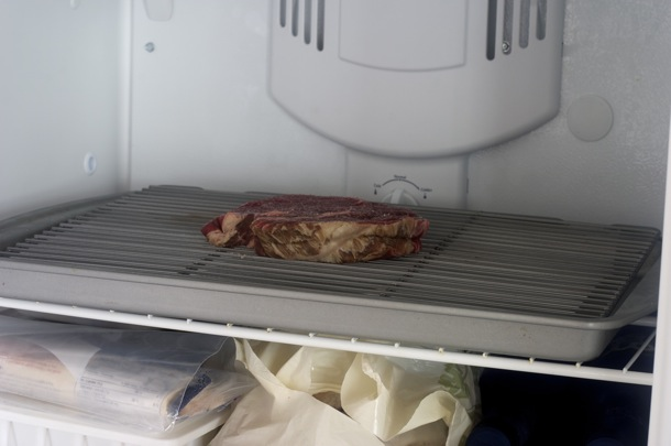 Заморозка стейка перед жаркой