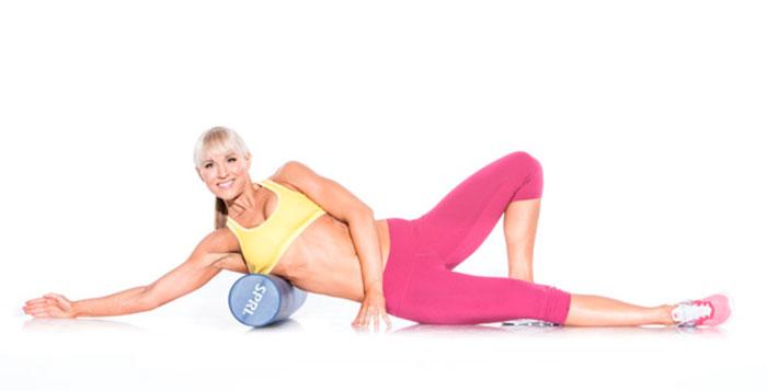 Упражнение с валиком для широчайших мышц спины