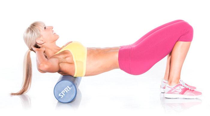 Упражнение с валиком для спины