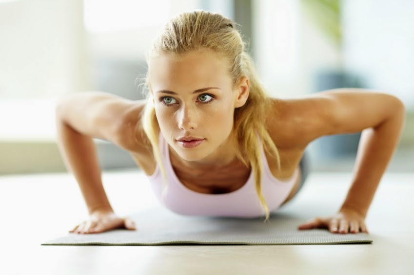 Упражнения для увеличения грудных мышц для девушек