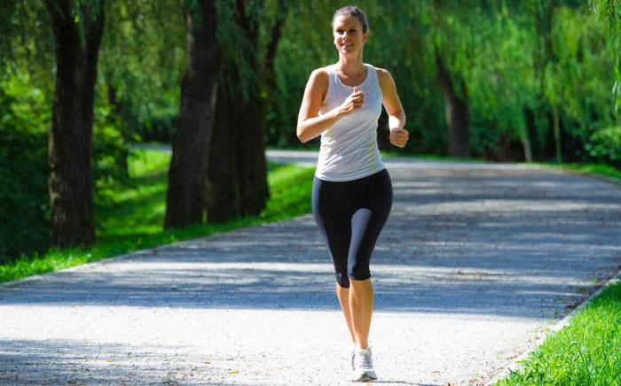 Бег трусцой для сжигания жира на животе и боках