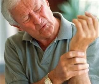 Почему болят все суставы одновременно?