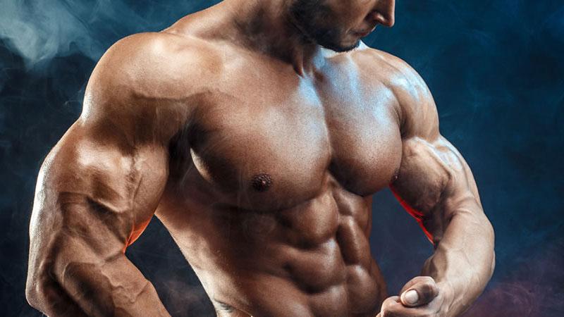 Рельефные мышцы у мужчины