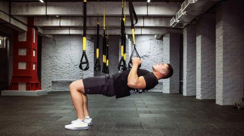 Лучшие упражнения с подвесным петлями TRX для тренировки мышц спины